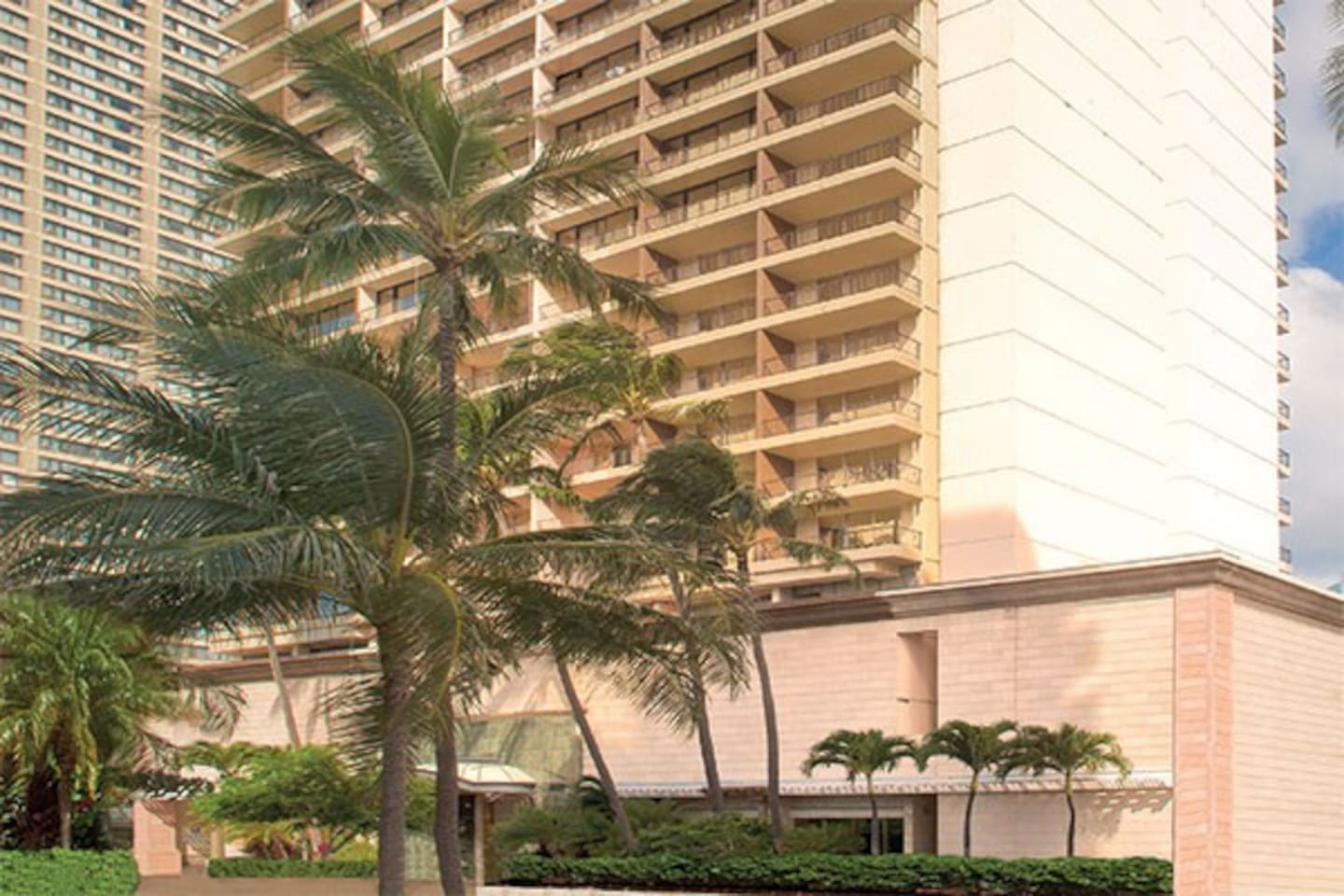 Wyndham Royal Garden at Waikiki- Studio sleeps 2 - Resorts for Rent ...