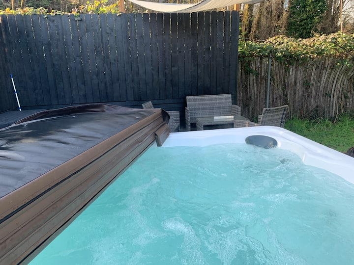 Entire house: hot tub/bbq/WiFi monthly discount