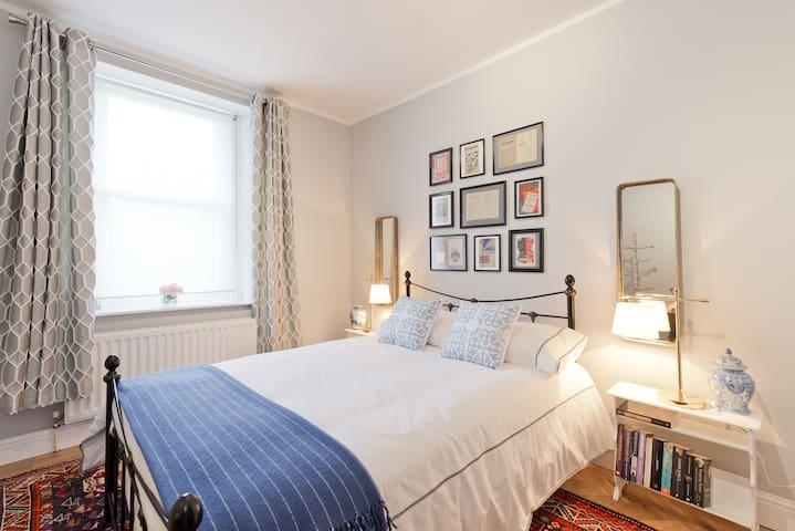 Luxury en suite private room near city centre.