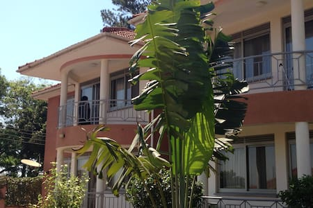 Two bedroomed fully furnished apartments (x 4) - 坎帕拉 - 公寓
