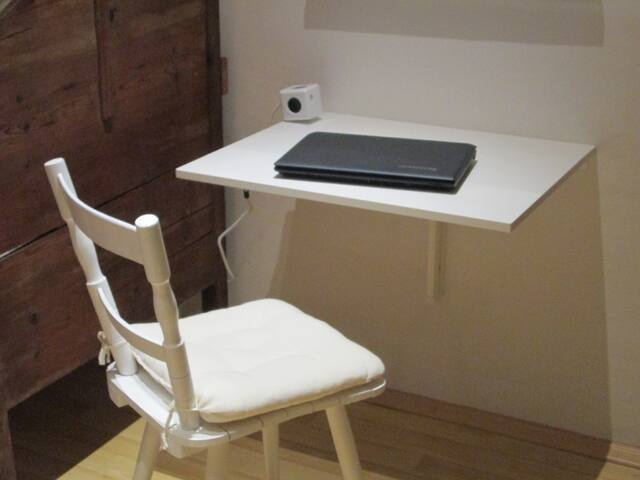 Laptop-Arbeitsplatz