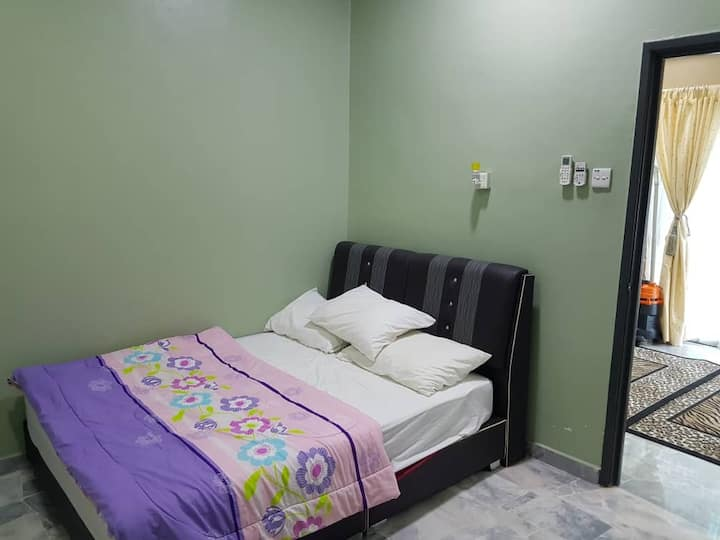 2nd Bedroom @ Kantansari Rawang Homestay