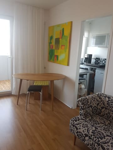 Ruhig mit Balkon nähe Westpark & Audi! - Ingolstadt - Apartament