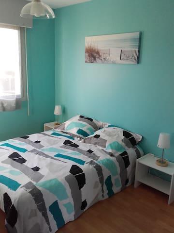 Chambre/Zimmer/Room/Habitación idéale 24h du Mans - Saint-Gervais-en-Belin - Pousada