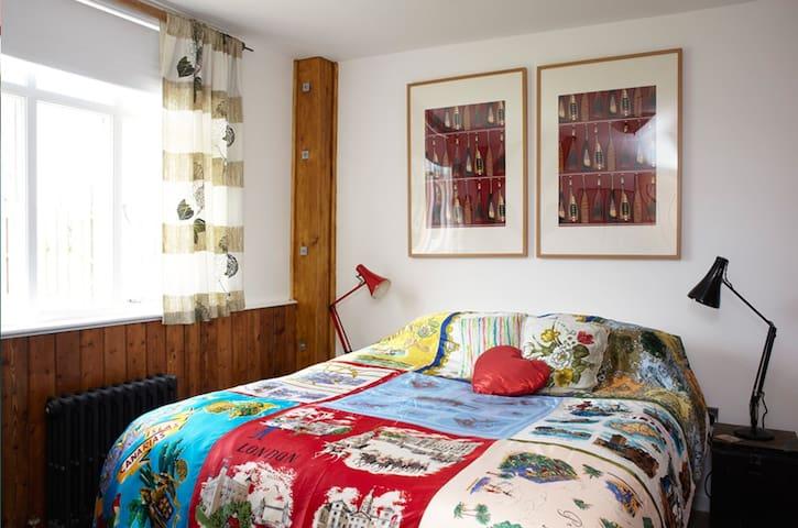 The 50's bedroom
