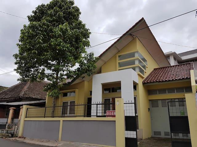 Yulia's homey - Cimahi Tengah - บ้าน