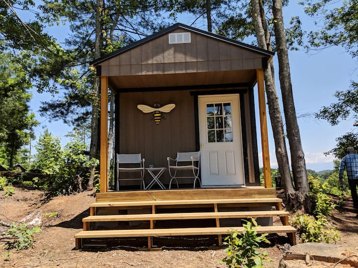 The Bee Hive on Franny's Farm-minutes to Asheville