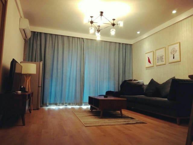 光谷金融港两室两厅复式套房(98平)