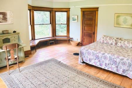 """Master Bedroom The Salovaara """"Sweet"""" K Bed LRCBnB"""