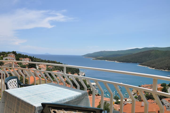 Room w/ private entrance,ensuite bathroom,sea view - Rabac - Hus