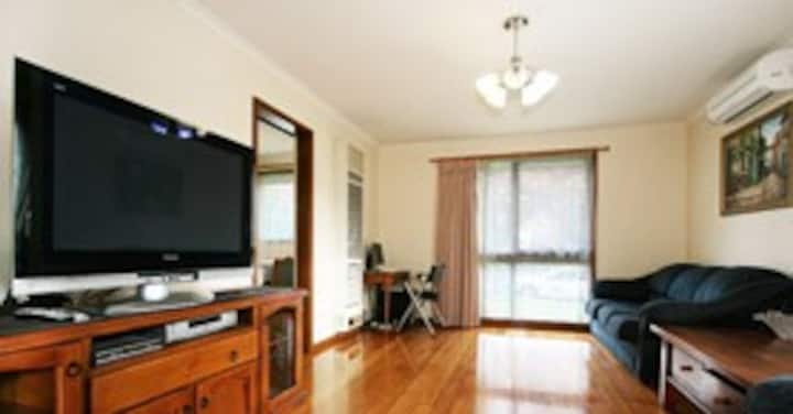Holiday Home @ 1/40 Thames st Box Hill