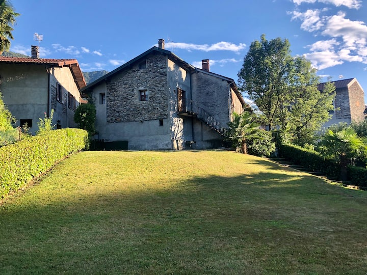 Country house with wonderful garden 5min from lake