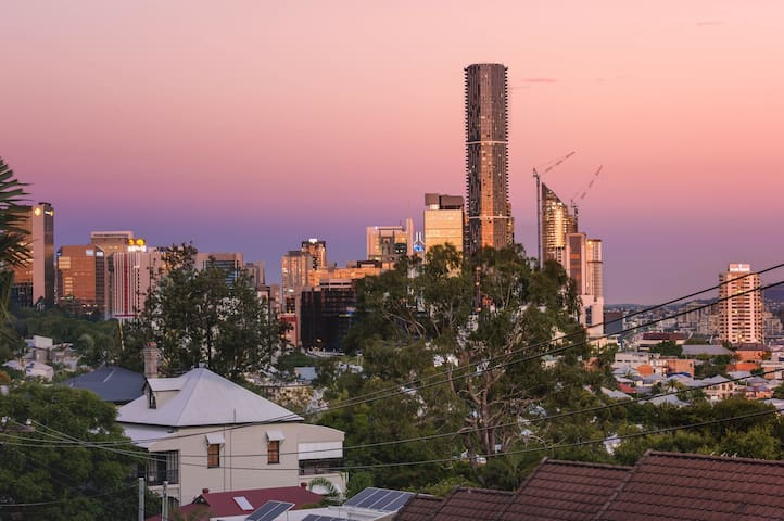 Brisbane Inner-city 2 bdrm apt + city views