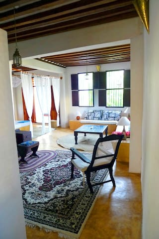 DEULI HOUSE - private suite 3 + access to gardens