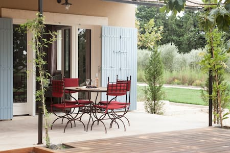 2 bedroom paradise in Saint Remy with rural views