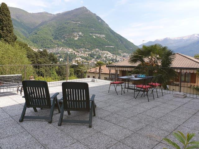 Appartamento con terrazzo vista lago e parcheggio