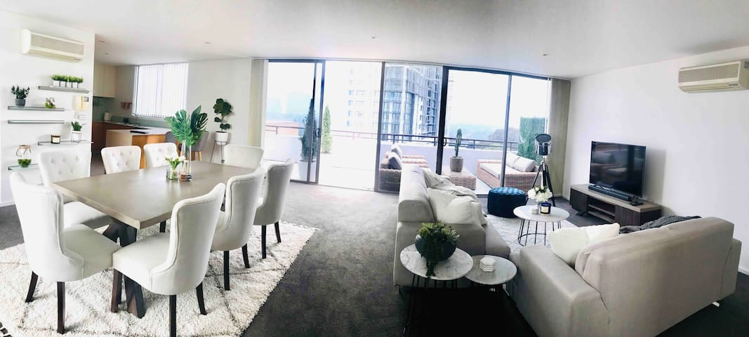 LUXE 2 Story Penthouse in the Heart of Wollongong.