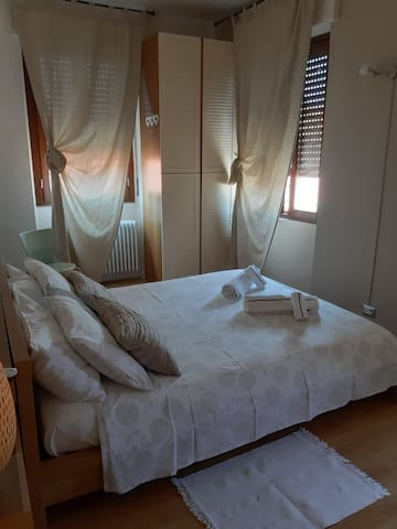 5 beds  whole apart  1  park space 15 km da milano
