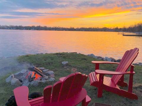 Sunset Cottage on Lake Simcoe
