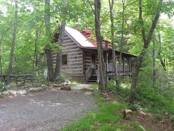 THE ROOST...Private Cabin w/HOT TUB-Fiddlers Roost BnB