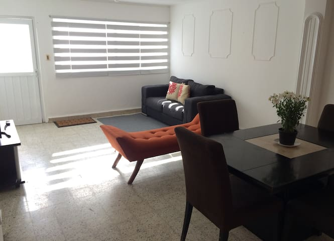 Townhouse in Historic Downtown w/ Parking Space #6 - Santiago de Querétaro - House