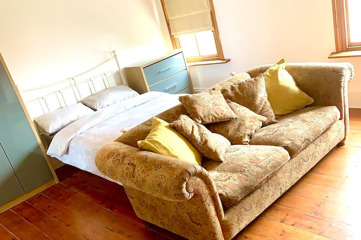 Huge double room with seating area in luxury house