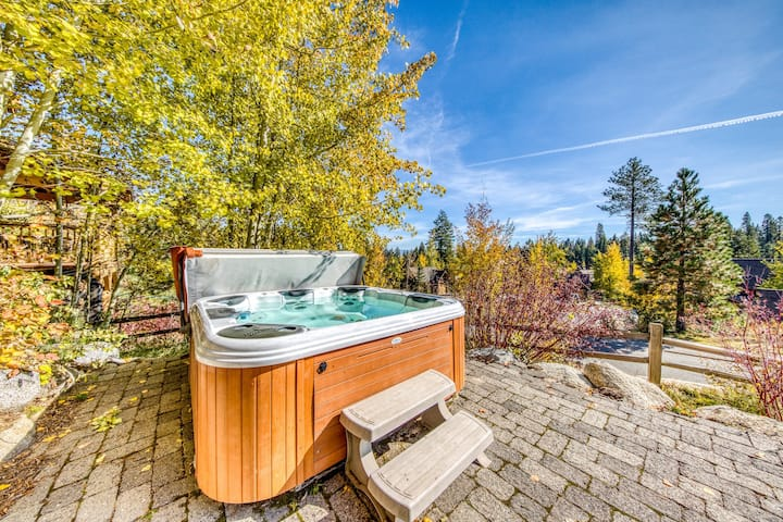 Dog-friendly home w/fireplace & hot tub - walk to lifts, restaurants, activities
