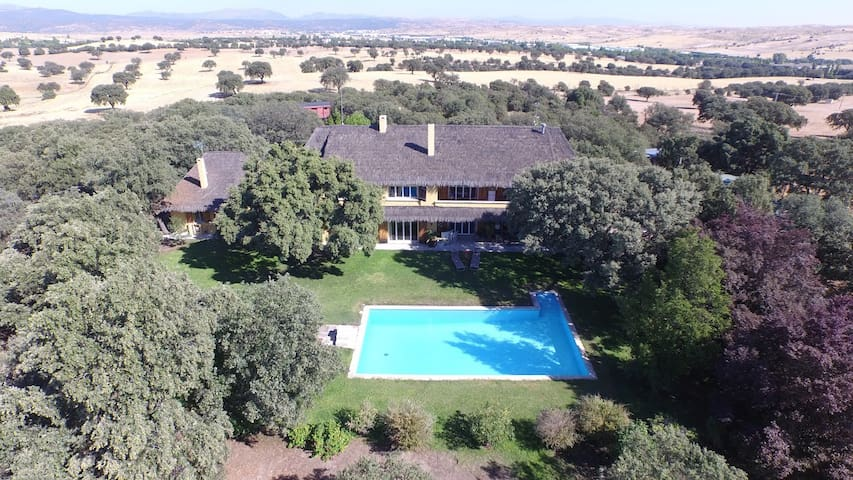 Private estate very near Madrid - Ciudalcampo - Haus