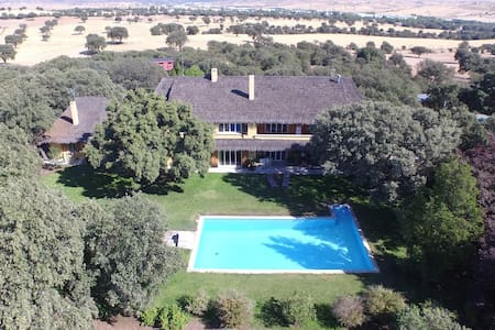 Private estate very near Madrid - Ciudalcampo - Talo