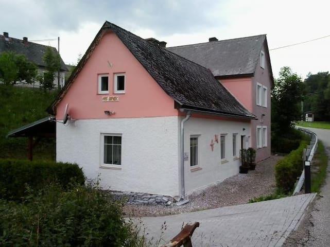 Vakantiehuis Reuzengebergte 7 - 14 personen - Lampertice - House