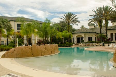 JUST 10 MINUTES to Disneyland, Beautiful Apartment -  Legacy Court - Pis