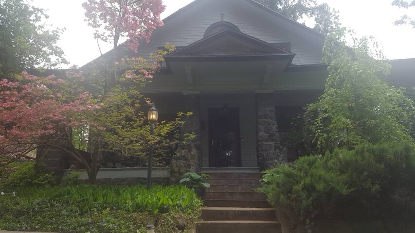 Garden-side Home in Beautiful Manito Park