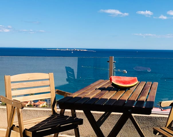 Romantic apartment with sea views