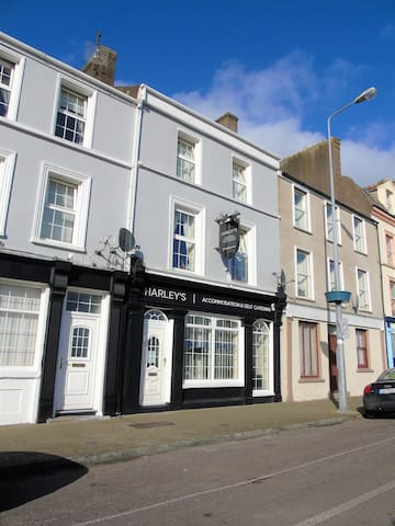 Spacious 5 Bedroom Townhouse - Cobh