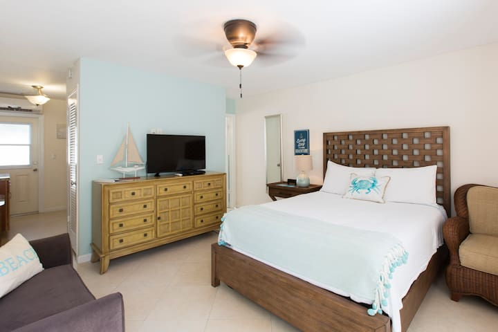 Large Studio- Across St from Ocean- NON SMOKING - Lauderdale-by-the-Sea - Huoneisto