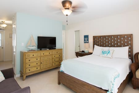 Large Studio- Across St from Ocean- NON SMOKING - Lauderdale-by-the-Sea