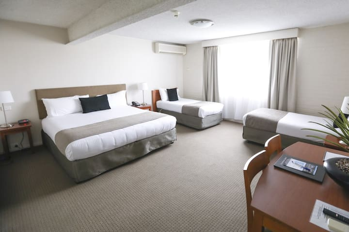 Orana Motel - Corporate Family Room