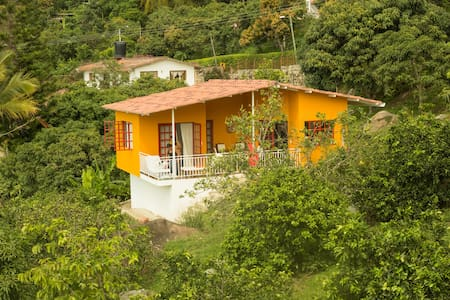 House with great view and pool in tropical garden - Mesitas del Colegio - Ház