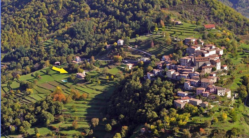 Sllico medieval village and the Villa.
