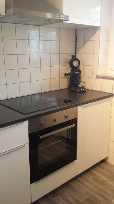 Neue moderne vollständige Küche