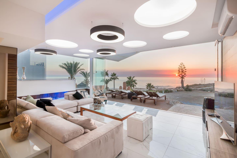 Luxury modern villa on the beach!