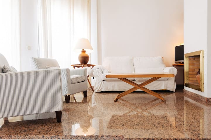 Tamariu Foraió- 3 floor townhouse 80m from the beach!
