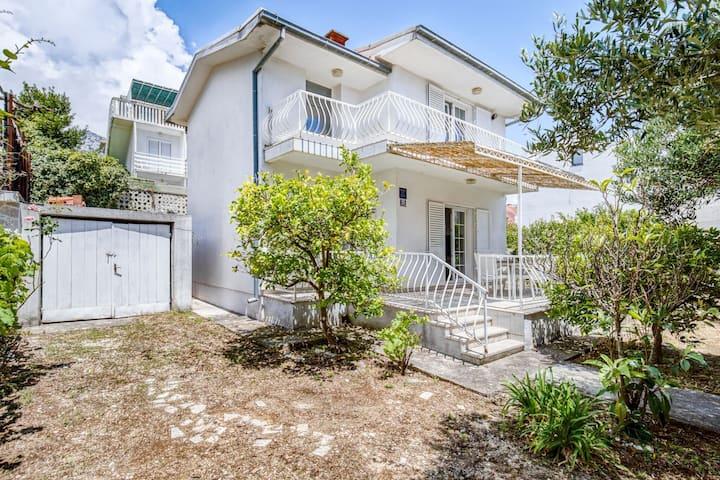 Comfortable Villa in Orebić with Garden near Seabeach