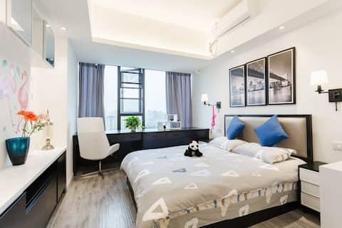 5折特价优惠 — 星级标准.近地铁站.春熙路.舒适度假公寓大床房.点击头像更多房型^