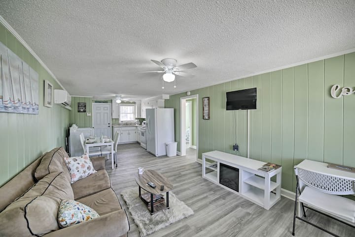Myrtle Beach Apartment w/ Yard - 2 Blocks to Beach
