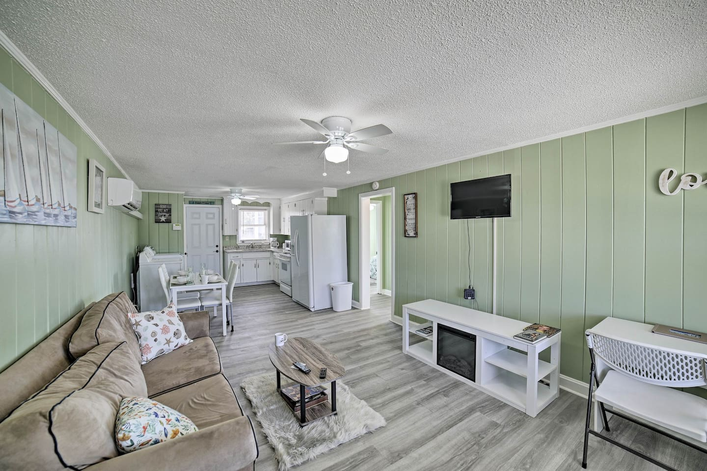 Enjoy a relaxing getaway to this Myrtle Beach vacation rental apartment.