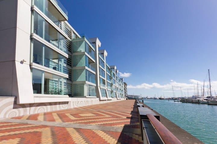 2 Bedroom Apartment Overlooking Marina