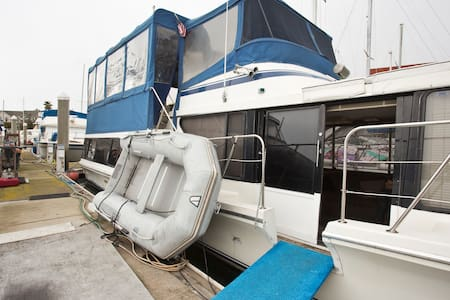Top 20 san francisco boat yacht and houseboat rentals for Outboard motor shop oakland