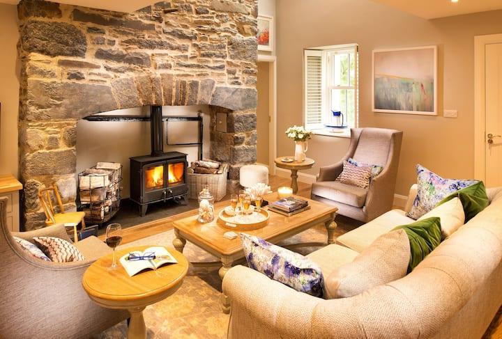 The Hawthorn - Modern cottage in Burren setting