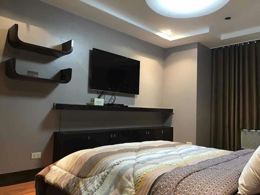 """Masters Bedroom with 46"""" LED TV"""